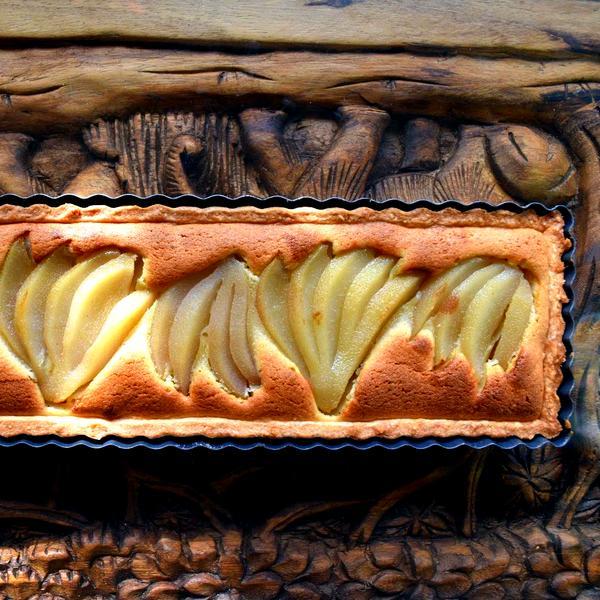 עוגת אגסים בקרם שקדים